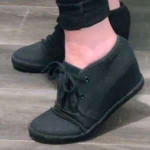 DLG wedge ruched shoes 7.5